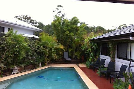 Sunshine Coast Double andTwin rooms - Aroona