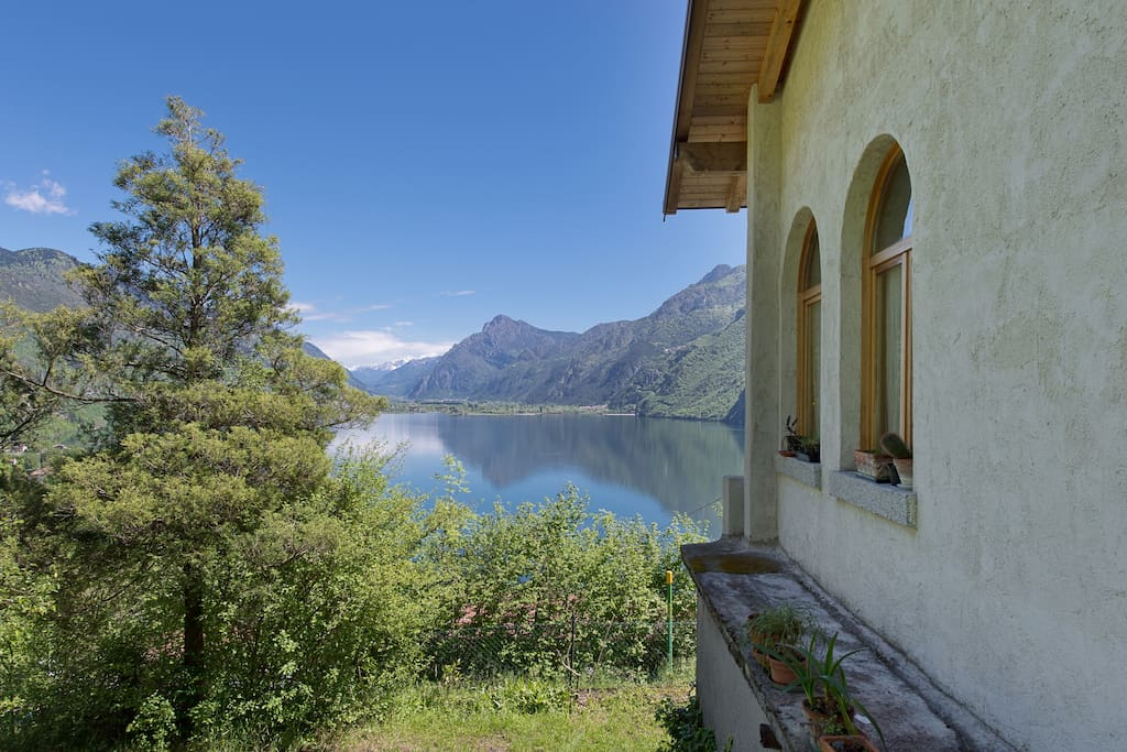 the house overlooking the lake and the mountains