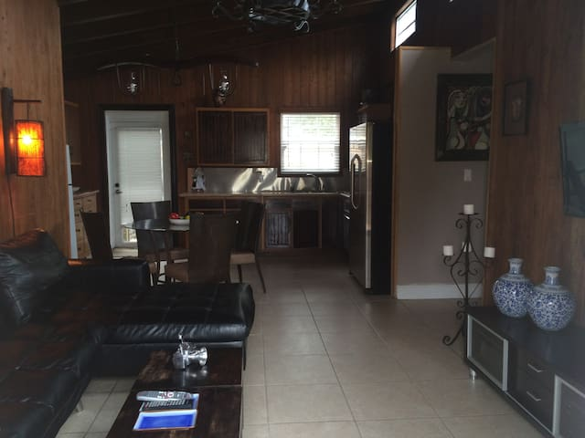 feel like home away from hom  - Miami - Bed & Breakfast