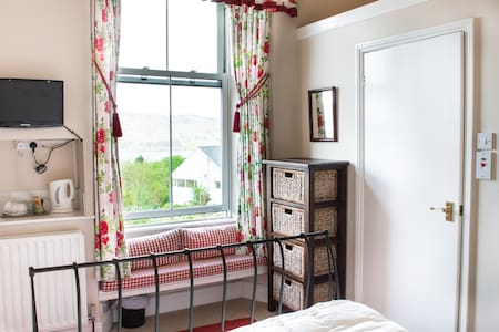 Claife Heights: Sunny with fab view - Bowness-on-Windermere