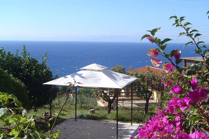 Il Mirto con giardino vista mare - La Guardia - Casa