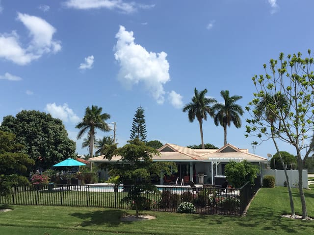 """HGTV's """"Vacation House for Free"""" Marco Island Home"""