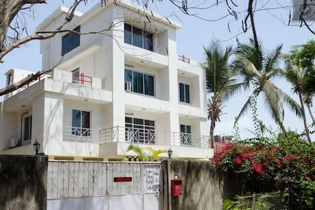 Non AC Furnished Room @ Malad West - Bombay