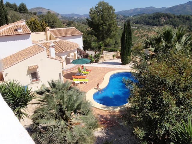 Spacious, 4 bed, 4 bath villa with private pool.