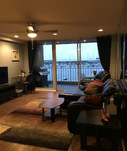 Beautiful Lakefront Condo - Montgomery - Apartemen