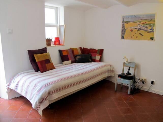 ground floor, single bed (90cmx190cm)