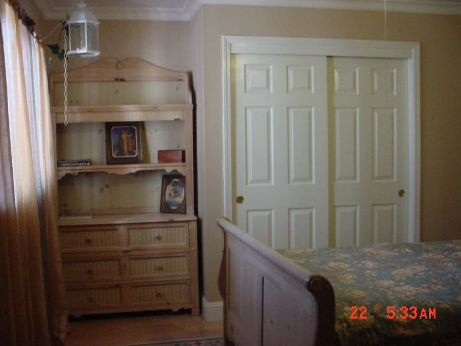 Hutch with dresser drawers/Large closet