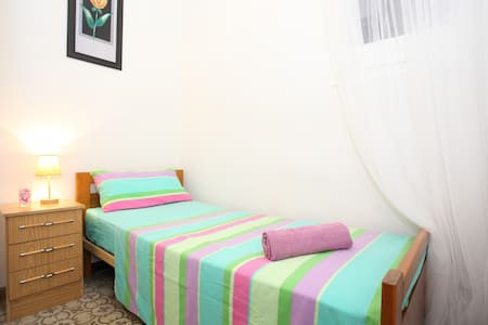 Little♡single room to rest in BCN  - Barcellona - Appartamento