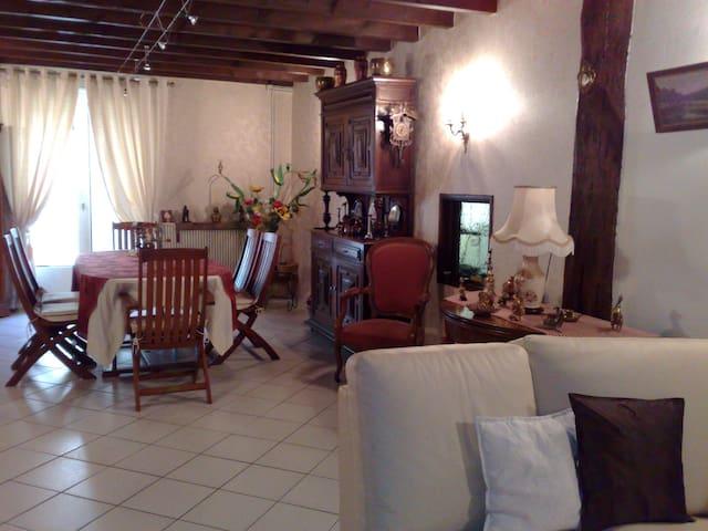Chambre d'Hôte dans Havre de Paix - Bort-l'Étang - House