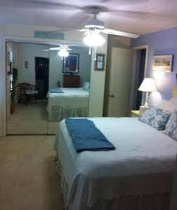 Private room in Rockledge/or house - Rockledge