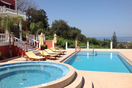 Luxury villa in west Chania with pool & seaviews! - Chania