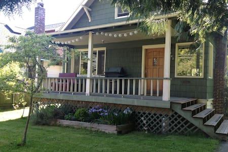 Cozy Old House Near City Center - Seattle - Ház