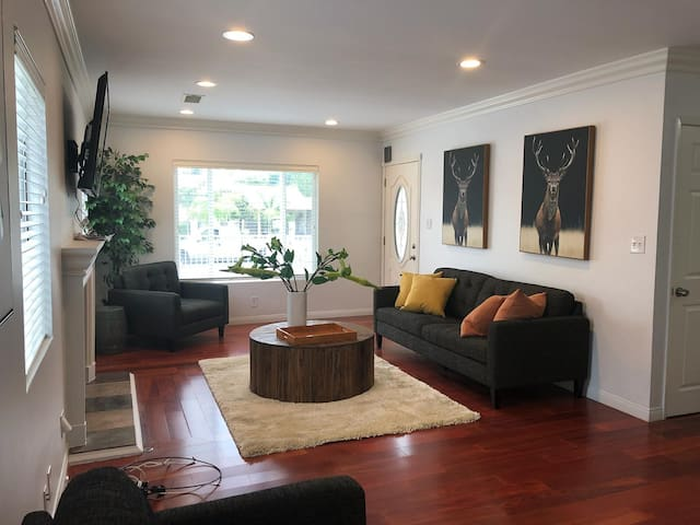 **Chic Valley home** family friendly with POOL