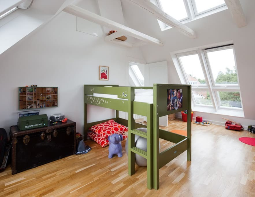 Childrens room. The green bed is big enough for an adult. And there is on more bed for a child 2-6 years. First floor.