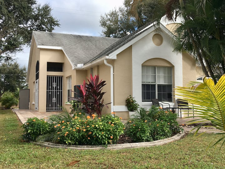 Cozy 2-bedroom House near Sanibel