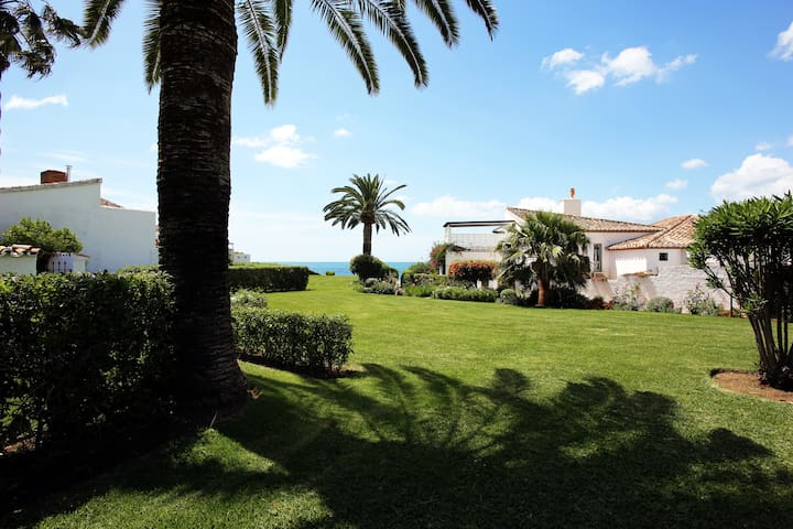 Beachfront cottage,seaview & pool! - Estepona - Cabin
