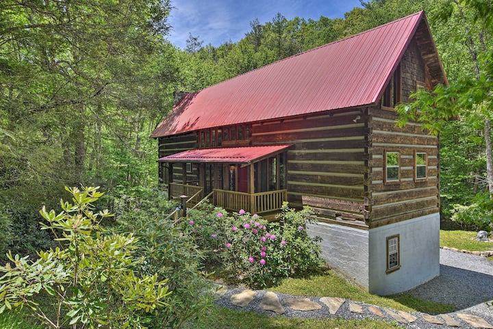 NEW! Charming Creekside Cabin - Near Trailheads!