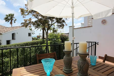 Beachfront cottage,seaview & pool! - Estepona - Cabane