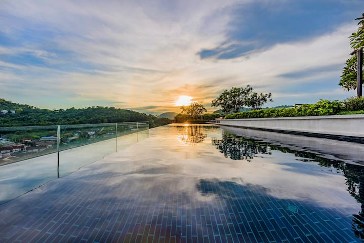 Luxury room​ & Sky pool, in​ Phuket​ town​