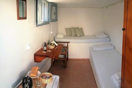 Paros cozy economy guest house