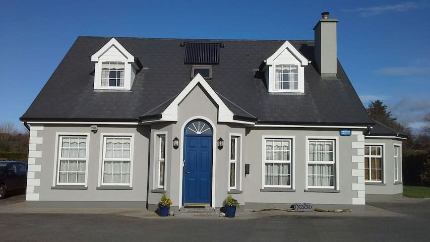 Double room en suite with breakfast - Ballincar  - Haus