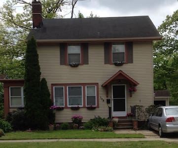 RNC Charming Colonial 2Bx2B Home - Berea