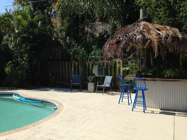 Charming, tropical oasis minutes from the beach. - Boynton Beach - Ev