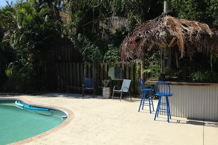 Charming, tropical oasis minutes from the beach. - Boynton Beach - House
