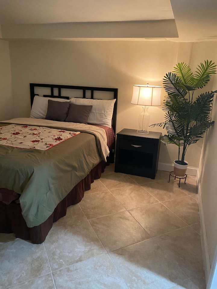 Charming Suburban 1 Bedroom Apartment