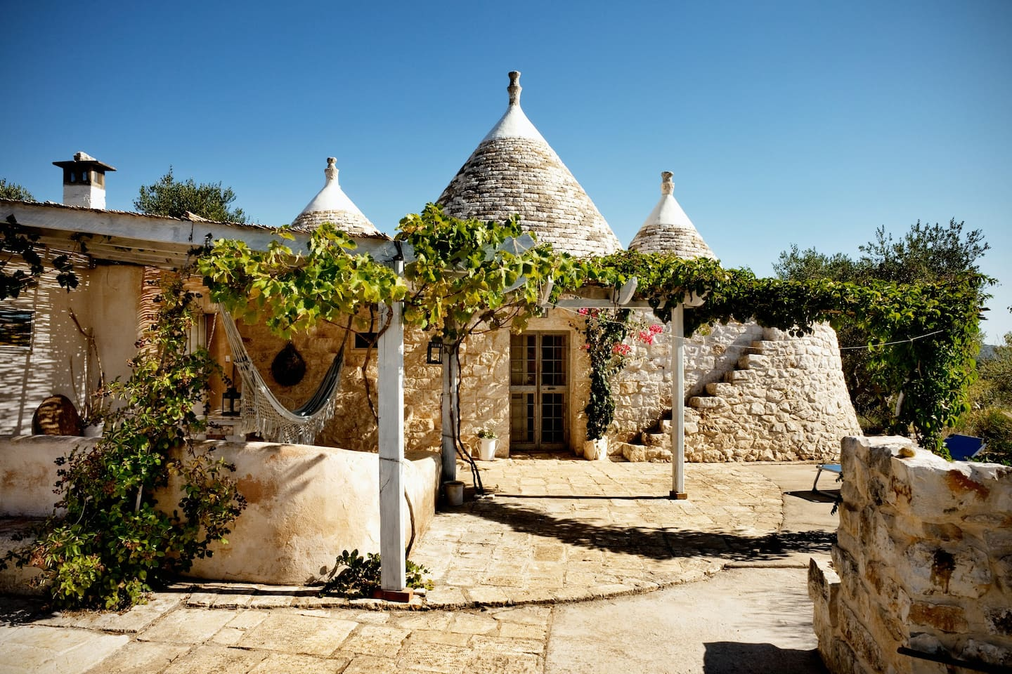 Trullo-style home for ancestry travel