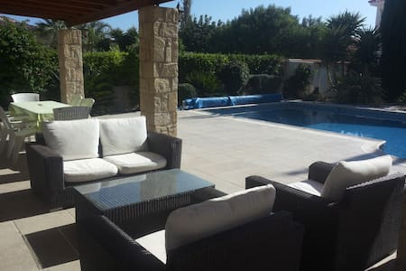 3 bed bungalow, private pool & car -Pissouri Beach - Pissouri - Bungalo