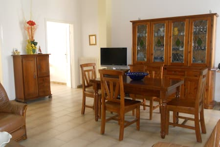 Marina di Carrara house with garden, sea, beach - Carrara - Casa