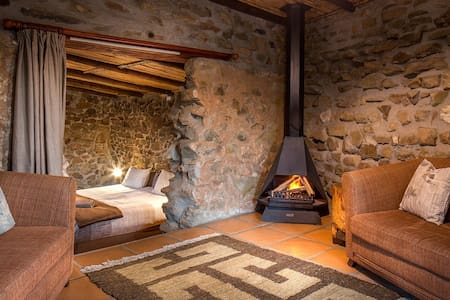 100year old character stone cottage - Montagu