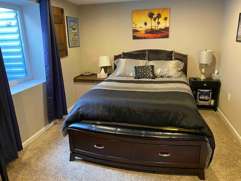 Comfy Queen Bed & Private Bathroom in lower level