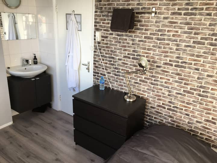 NICE PRIVATE ROOM FOR 1 PERSON IN CENTRE/WEST