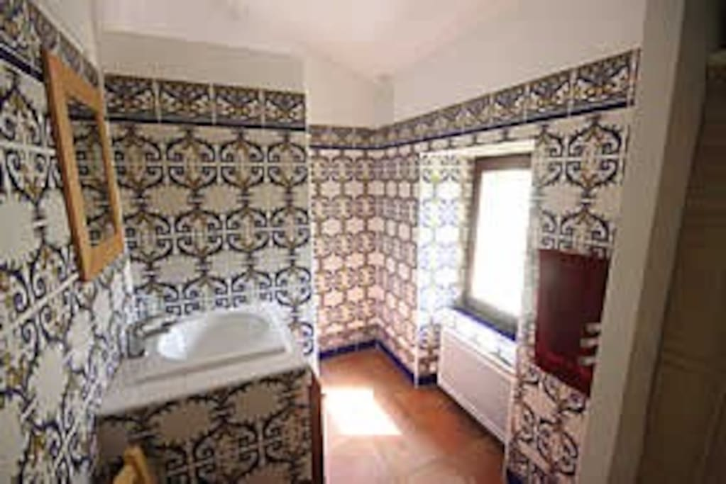 Bathroom with portuguese tile