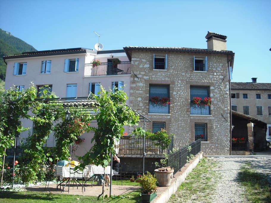 Country club da cesco veneto bed breakfasts for rent for Borso del grappa piscine