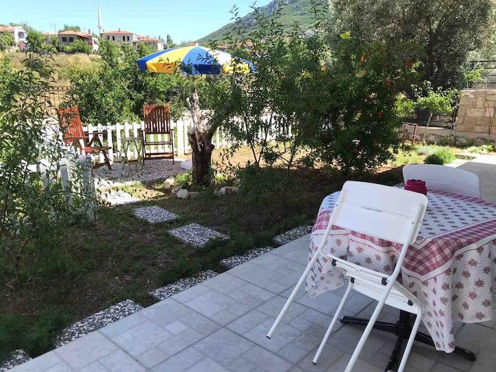Saip'de Manzaralı Bahçeli Oda-1 (2. oda ilanlarda)