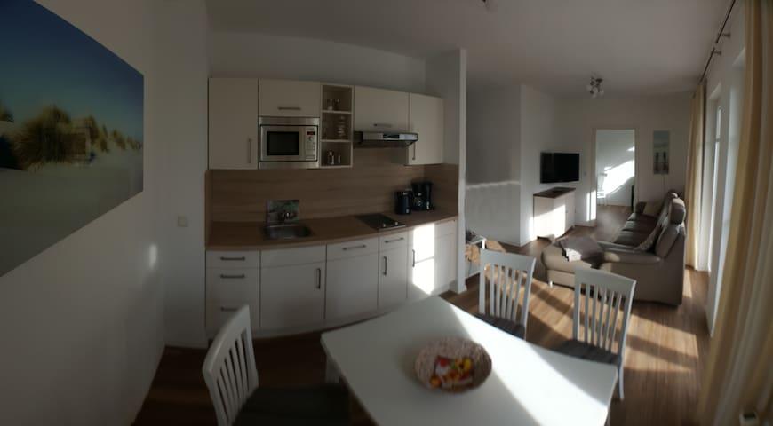 Helle renovierte Wohnung 350m zum Strand