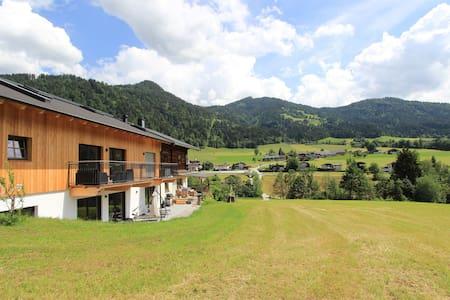 Apartamento luminoso cerca de la zona de esquí y el bosque en Itter