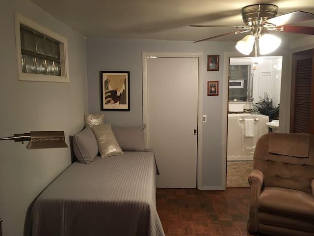 Jeffery Manor - Private Room