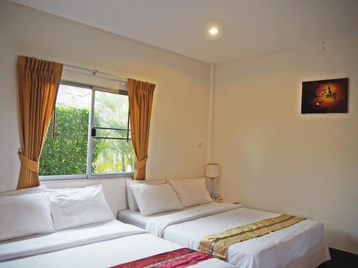 Family 4 people Room +FREE 1 way airport transfer