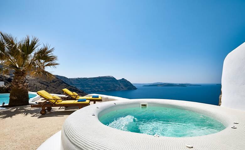 Ftelari Villa