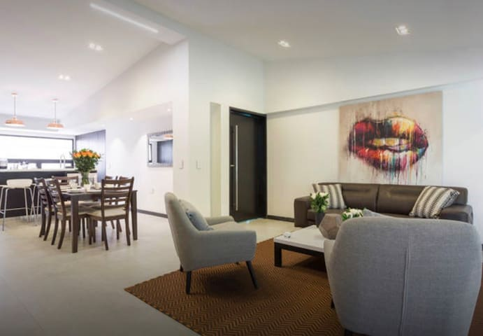 The Residence 11BR Luxury apartment. Parque LLeras