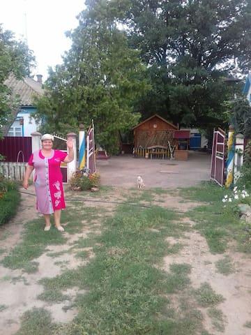 Жилье у Лимурийского розового озера.зеленый туризм