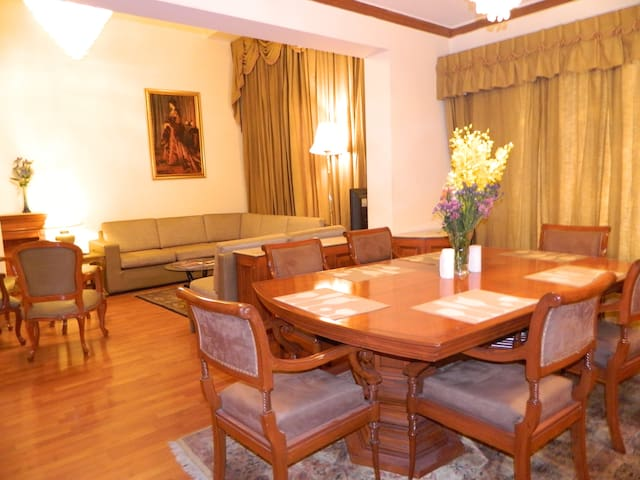 Luxury Suite in GK Enclave 1 with Modern Amenities - New Delhi - Guesthouse