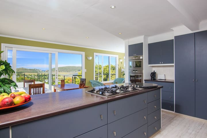 Stunning Lagoon & Heads Views - Light, Modern feel - Knysna - House