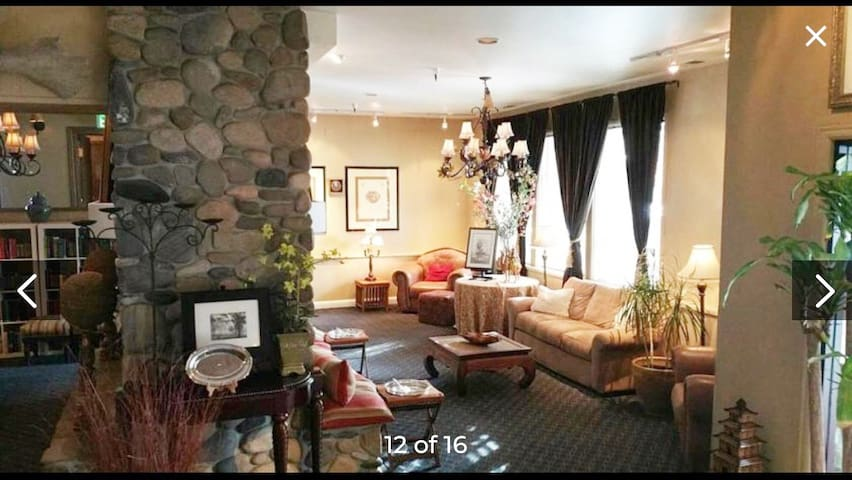 Cozy Lake Tahoe Resort! HotTub and Game Room