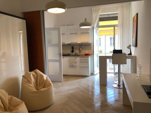Casa Martini - via Calvairate. Confy & sunny house