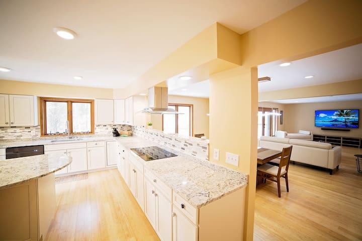 40 private acres, 4 luxury bedrooms, amenities!